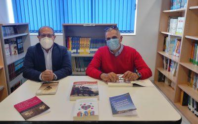 El escritor sanfulgentino José María Ballester dona a la Biblioteca Municipal ejemplares de todas sus obras