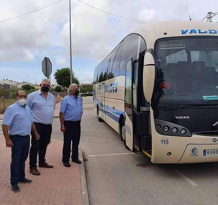 Un nuevo servicio de autobús gratuito une la zona de urbanizaciones y el casco urbano de San Fulgencio