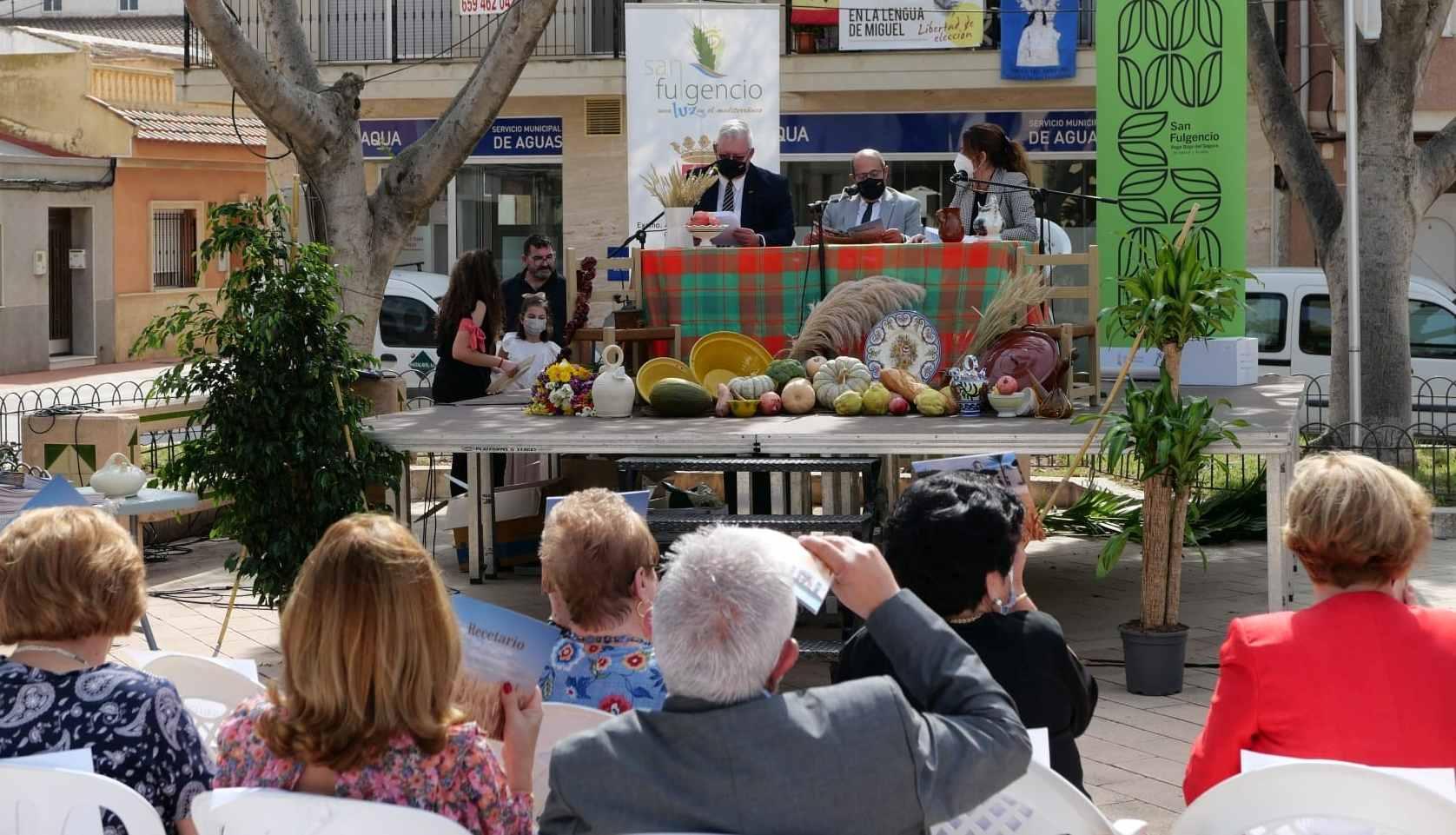 La Concejalía de Turismo de San Fulgencio presenta un recetario bilingüe de gastronomía tradicional